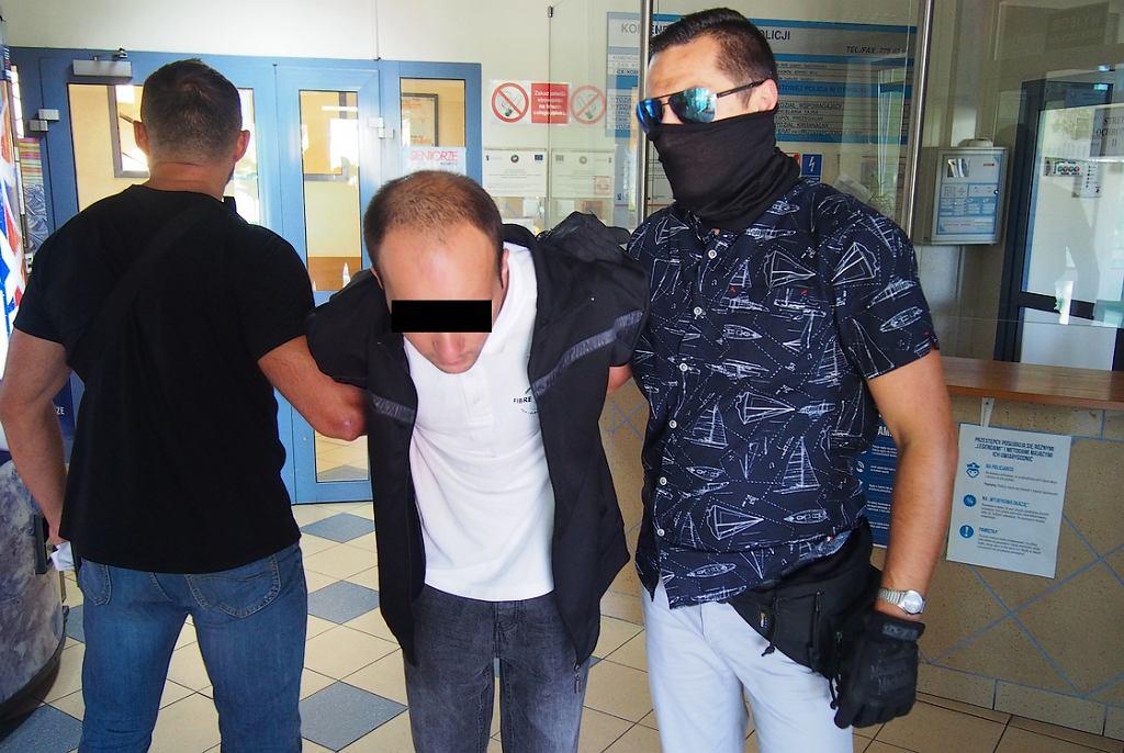 Podejrzany mężczyzna zatrzymany przez policję