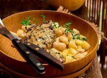 Jagnięcina w sosie musztardowym z fasolą i jabłkiem - ugotuj