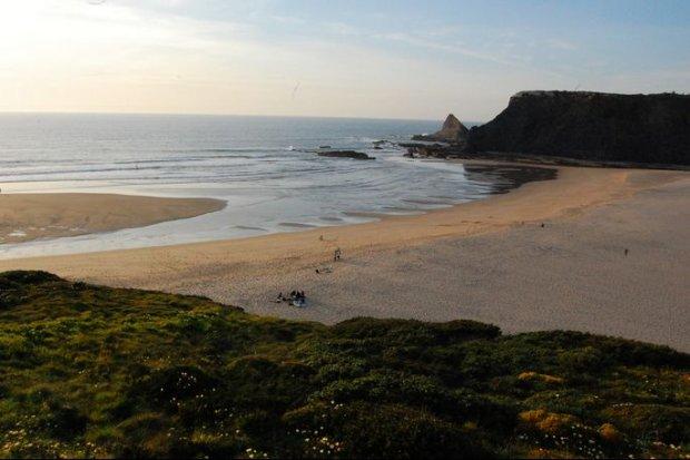 Portugalia. Plaża nudystów Adegas Beach, OdeceixeCC BY 2.0/ lizoleeta/ flickr.com