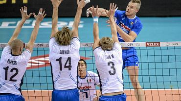 Atakuje Ivan Zajcew z reprezentacji Włoch