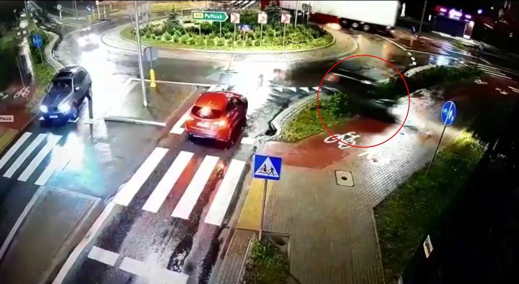 Pijany kierowca na rondzie