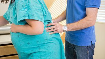 Na poród rodzinny zgodę powinni wyrazić obydwoje rodzice - muszą czuć się komfortowo. Partnerzy mogą też umówić się, np. na to, że mężczyzna będzie towarzyszył rodzącej kobiecie w pierwszej fazie porodu, a wyjdzie z sali, gdy rozpoczną się skurcze parte
