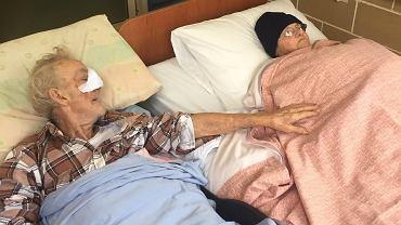 Chory mężczyzna chciał pożegnać się z żoną przed śmiercią. Pomogli ratownicy. Ich gest wzrusza do łez