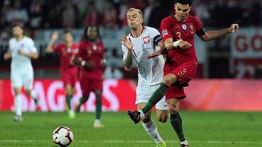 Kamil Grosicki i Pepe podczas meczu Portugalia - Polska. Guimaraes, 20 listopada 2018