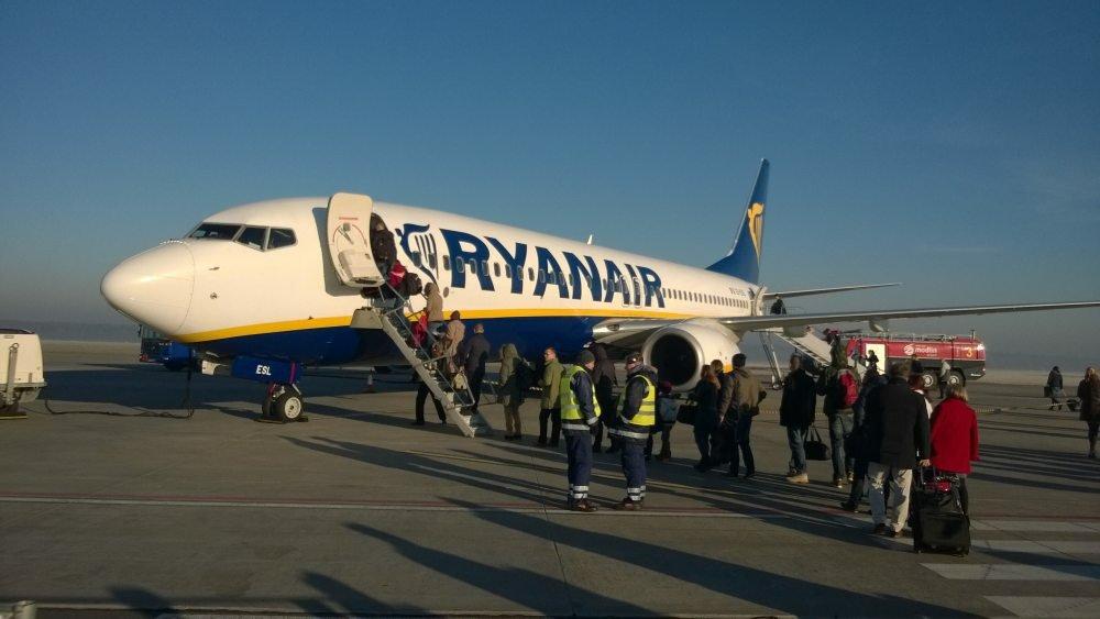 Samolot Ryanaira do Wrocławia na lotnisku w Modlinie