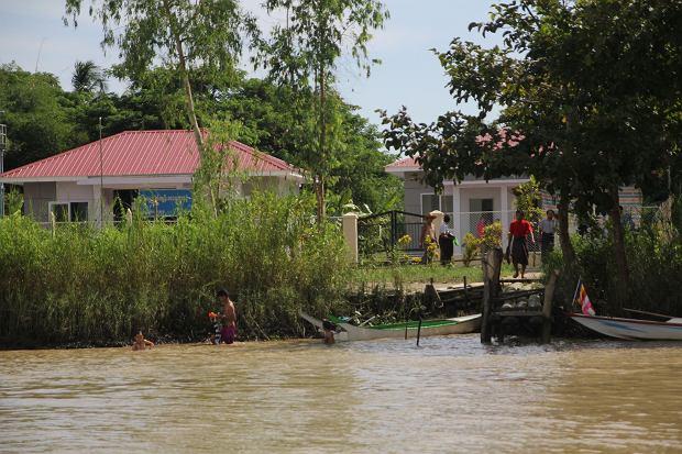 Delta Irawadi. Kąpiel w rzece
