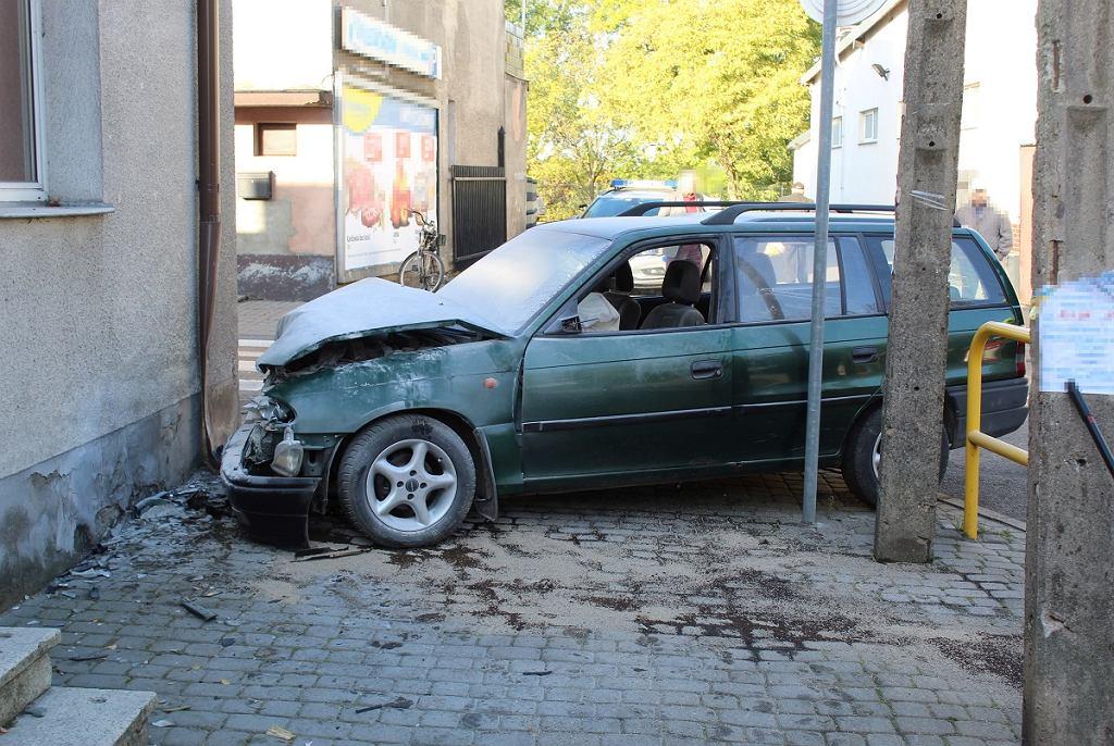 Pijana kobieta spowodowała kolizję drogową. Wiozła dzieci