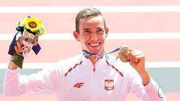 Patryk Dobek z brązowym medalem olimpijskim w Tokio.