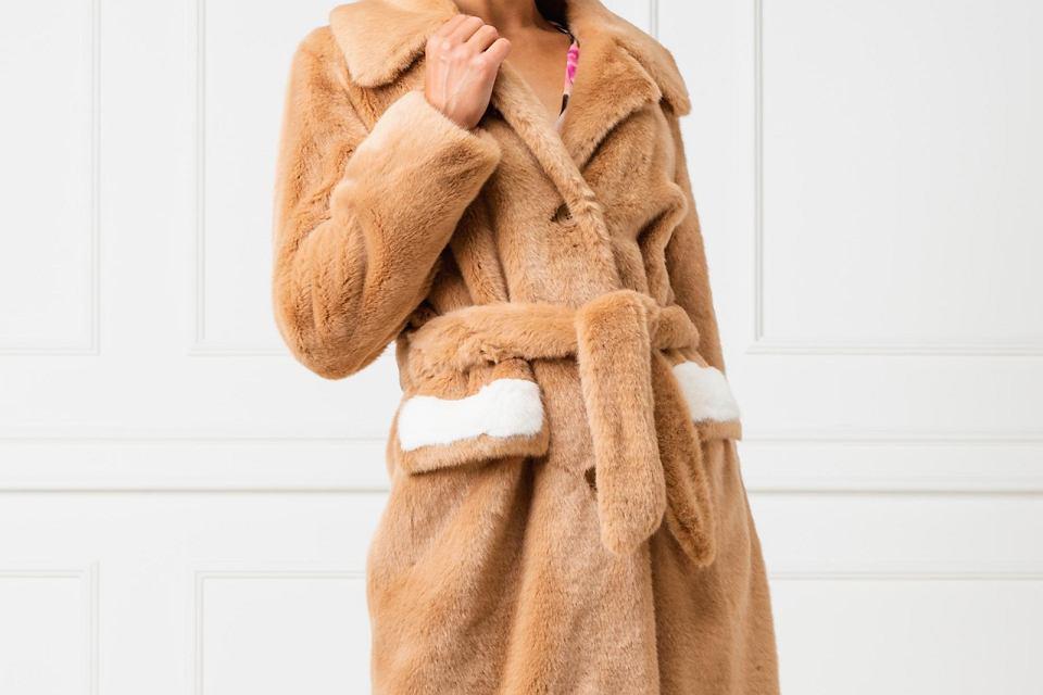 Wyprzedaż płaszczy Pinko. Model Oziare.