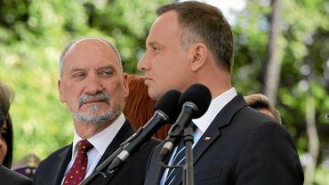 Prezydent RP Andrzej Duda i szef MON w rządzie PiS Antoni Macierewicz. Święto Wojska Polskiego, Warszawa, 15 sierpnia 2017