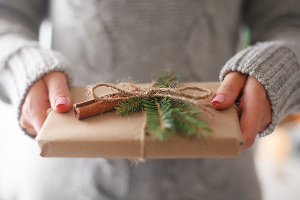 Jak zapakować prezent? Podpowiadamy.