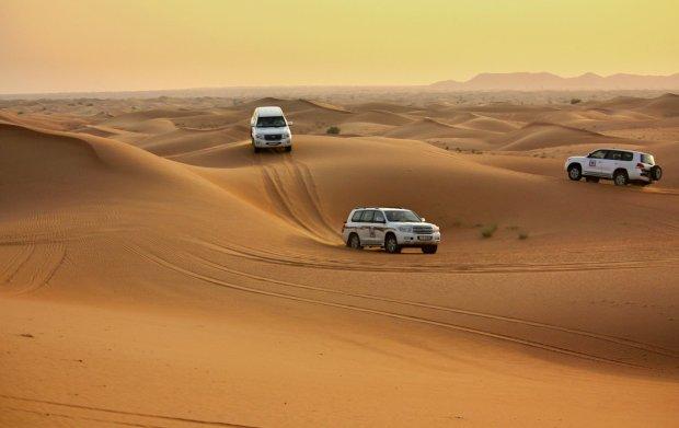 Rajd po pustyni w okolicach Szardży, Zjednoczone Emiraty Arabskie.