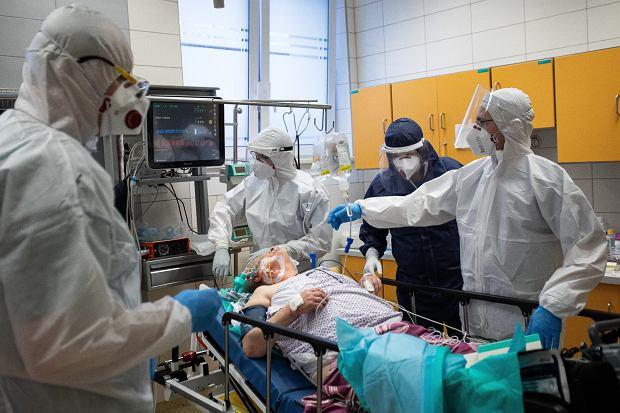 II fala koronawirusa. Psycholożka: Wszyscy zaczęliśmy się bardziej bać, co jest naturalne (fot: Jakub Orzechowski/ Agencja Gazeta)