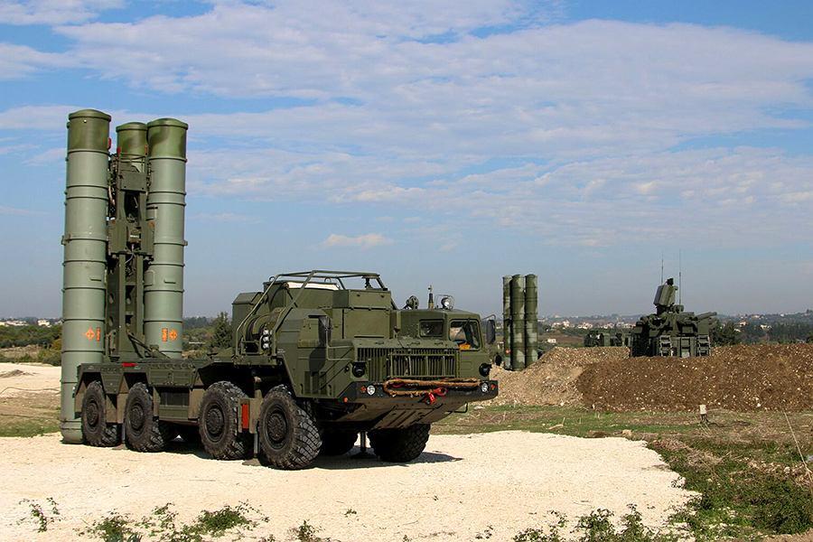 Rosyjskie systemy S-300 w rosyjskiej bazie na terenie Syrii