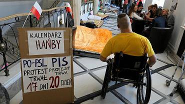 Protest rodziców osób z niepełnosprawnością