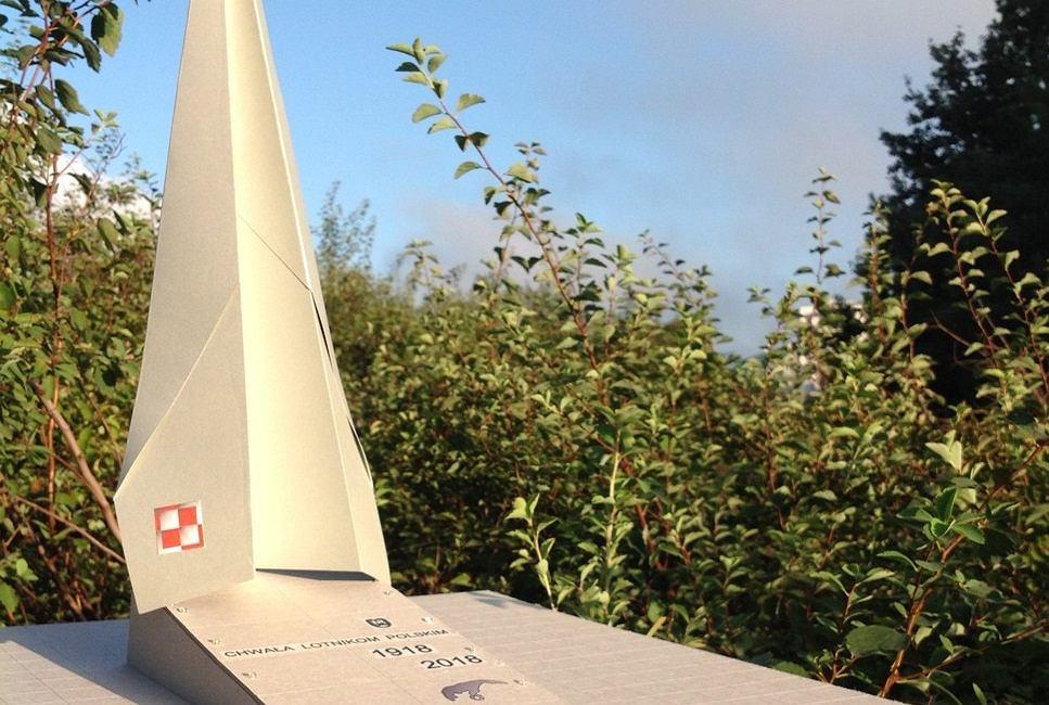 Pomnik 'Chwała Polskim Lotnikom' na Powązkach