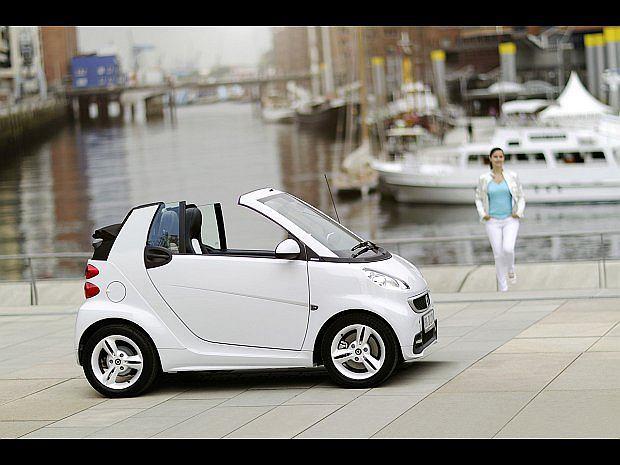 Pierwszy model Smarta pojawił się w 1998 roku. Kabriolet pojawił się w sprzedaży w 2003 roku