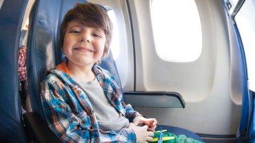 Pierwszy lot dziecka samolotem nie musi być stresujący