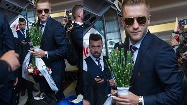 Przylot polskiej reprezentacji na Euro 2016 do Warszawy. Na zdjęciu: Jakub Błaszczykowski.