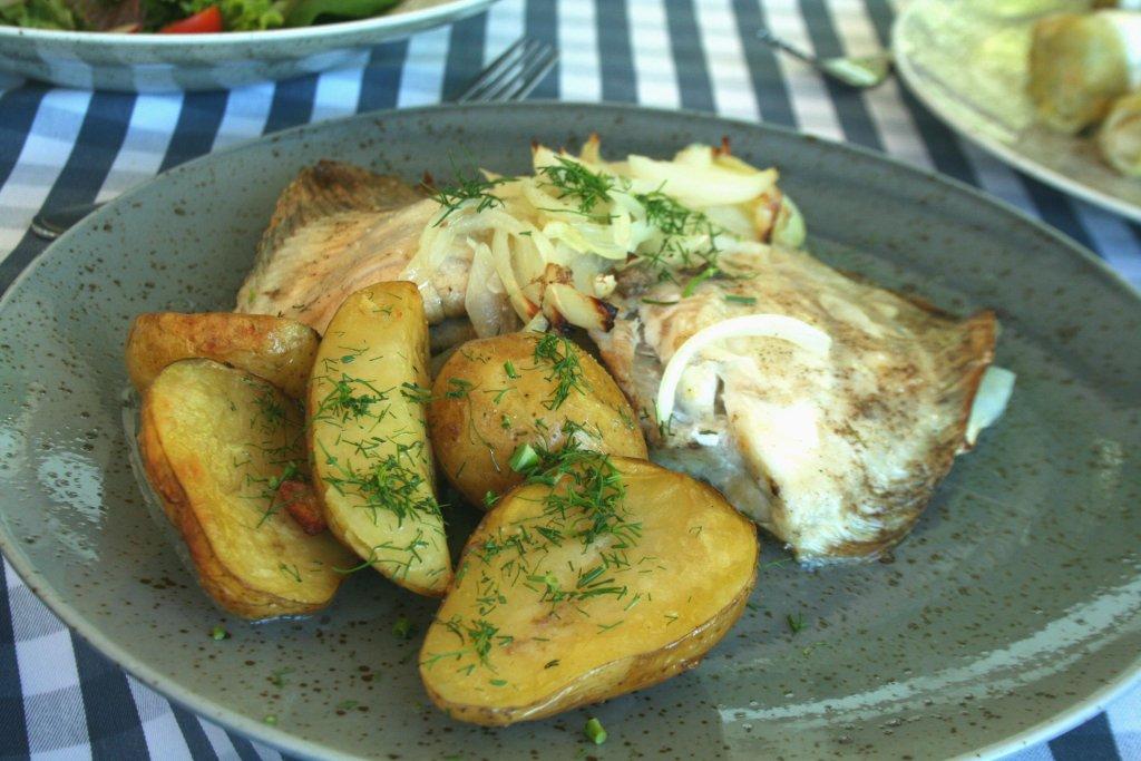 Turbot z ziemniakami w restauracji Bulaj