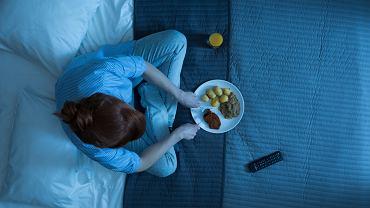 Przyczyną tego, że po kolacji jesteśmy nadal głodni, jest zazwyczaj to, że źle zbilansowaliśmy posiłki w ciągu dnia