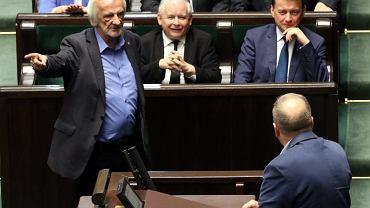 Grzegorz Schetyna (tyłem), Ryszard Terlecki, Jarosław Kaczyński i Mariusz Błaszczak w sejmie.