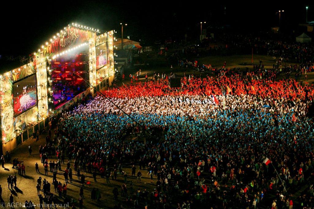 Festiwal Przystanek Woodstock 2016, publiczność oddaje hołd ofiarom zamachu we Francji (fot. Daniel Adamski/AG) / Festiwal Przystanek Woodstock 2016, publiczność oddaje hołd ofiarom zamachu we Francji (fot. Daniel Adamski/AG)