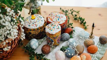 Wielkanoc 2021/ AEaster,Cake,,Easter,Eggs,Natural,Dyed,,Candle,,Green,Branches,And