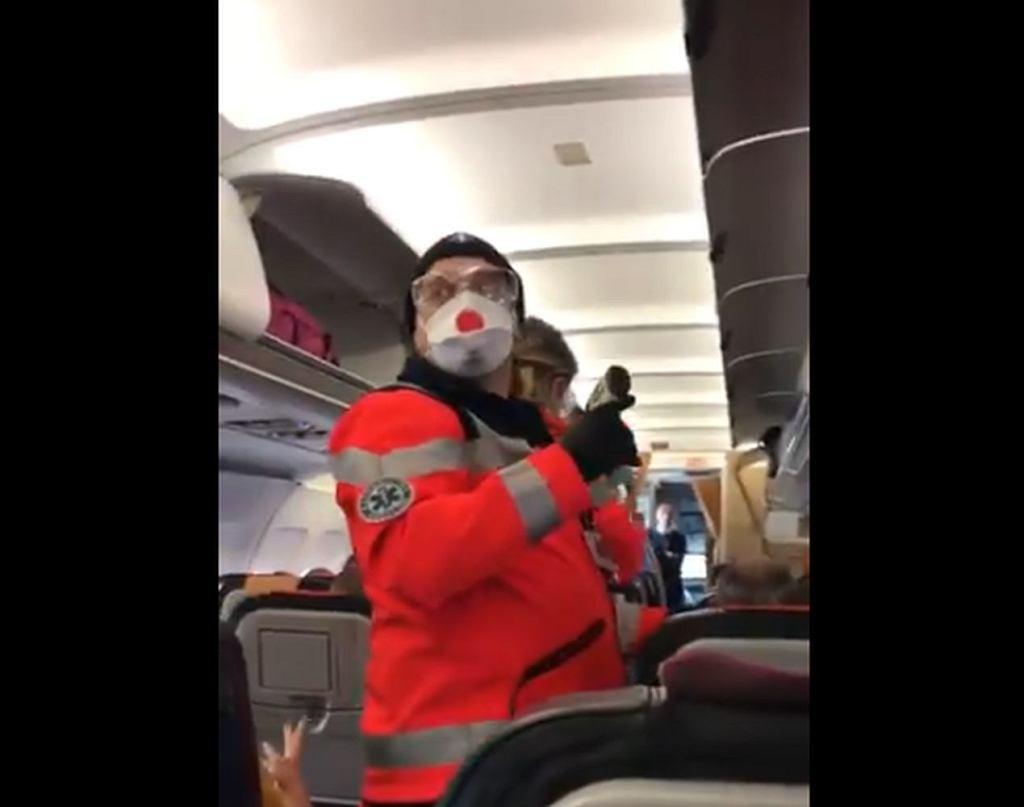 Służby sprawdzają temperaturę pasażerom z Włoch