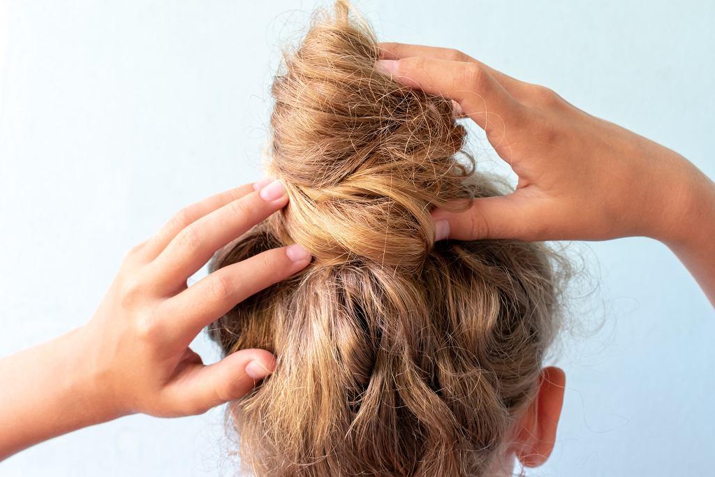 Szybkie fryzury na co dzień. Dzięki nim będziesz wyglądała znakomicie