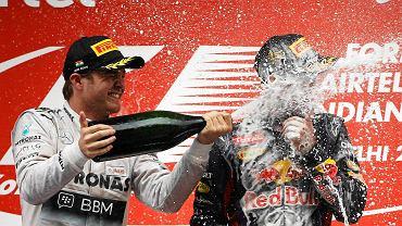 Sebastian Vettel po raz czwarty z rzędu został mistrzem świata F1. Oczywiście cały sezon miał wybuchowy, ale... Na podium wraz z rywalami nie żałowali sobie szampana.