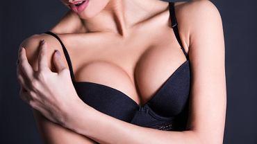 Rozmiar piersi nie zależy jedynie od ilości tkanki tłuszczowej. Znaczenie mają choćby geny.