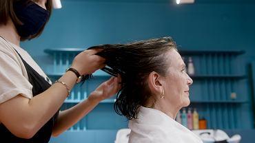 Postarzające fryzury