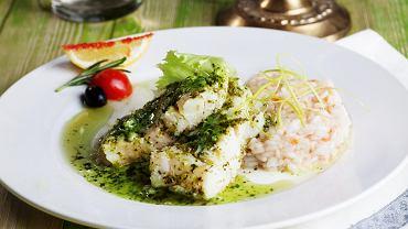 Biała ryba z zielonym sosem