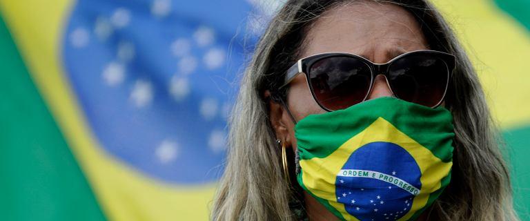 Co czwarta ofiara COVID-19 to Brazylijczyk. Bolsonaro pozwala narodowi umierać