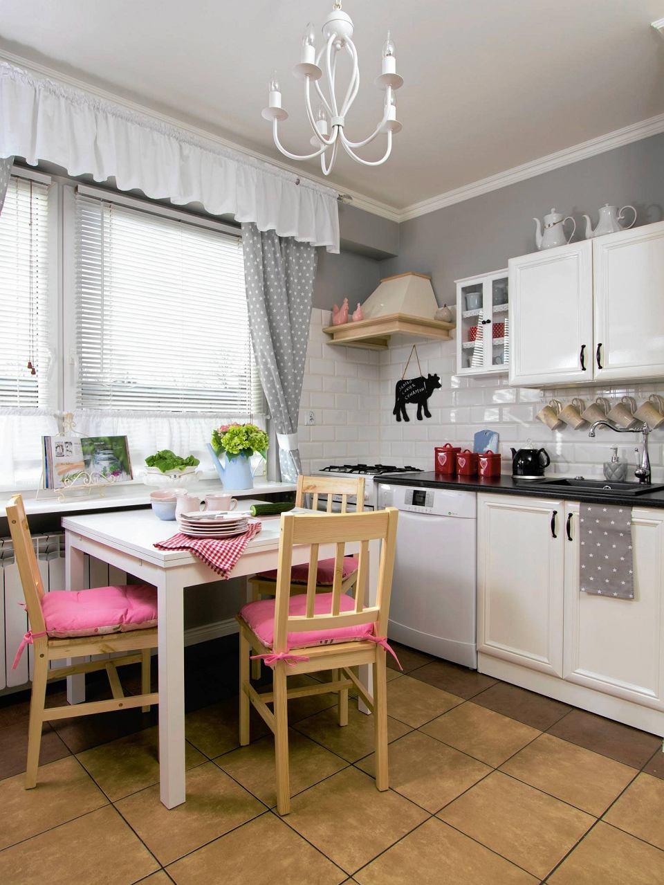 Ciepla I Przytulna Kuchnia Idealna Na Rodzinne Spotkania