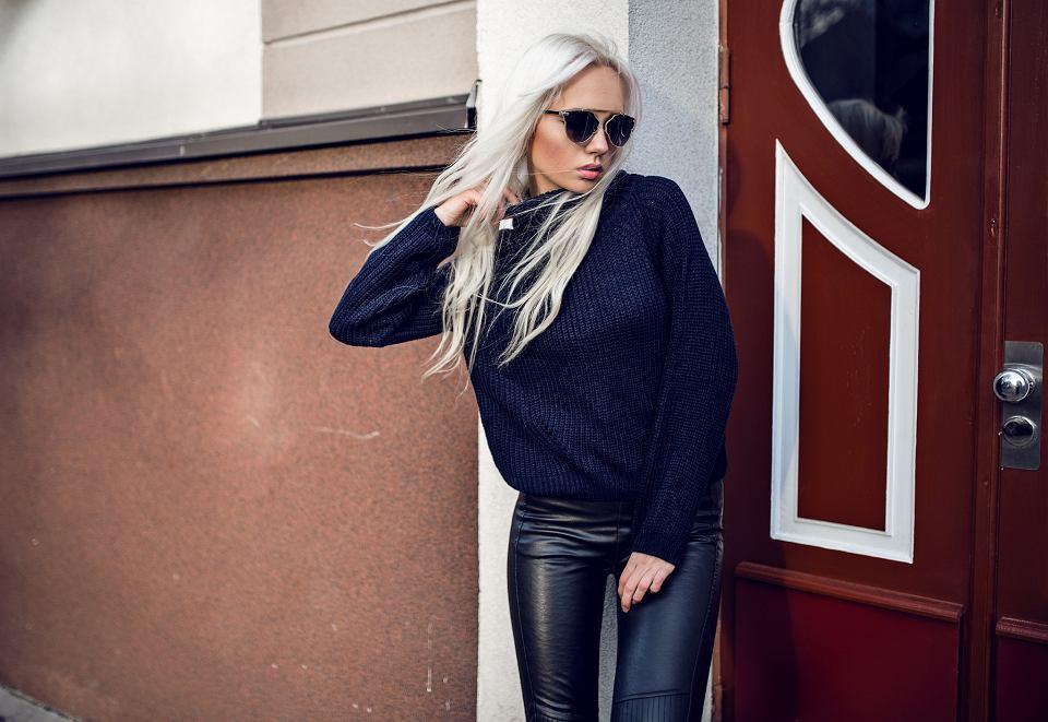 Co założyć do czarnego swetra - porady