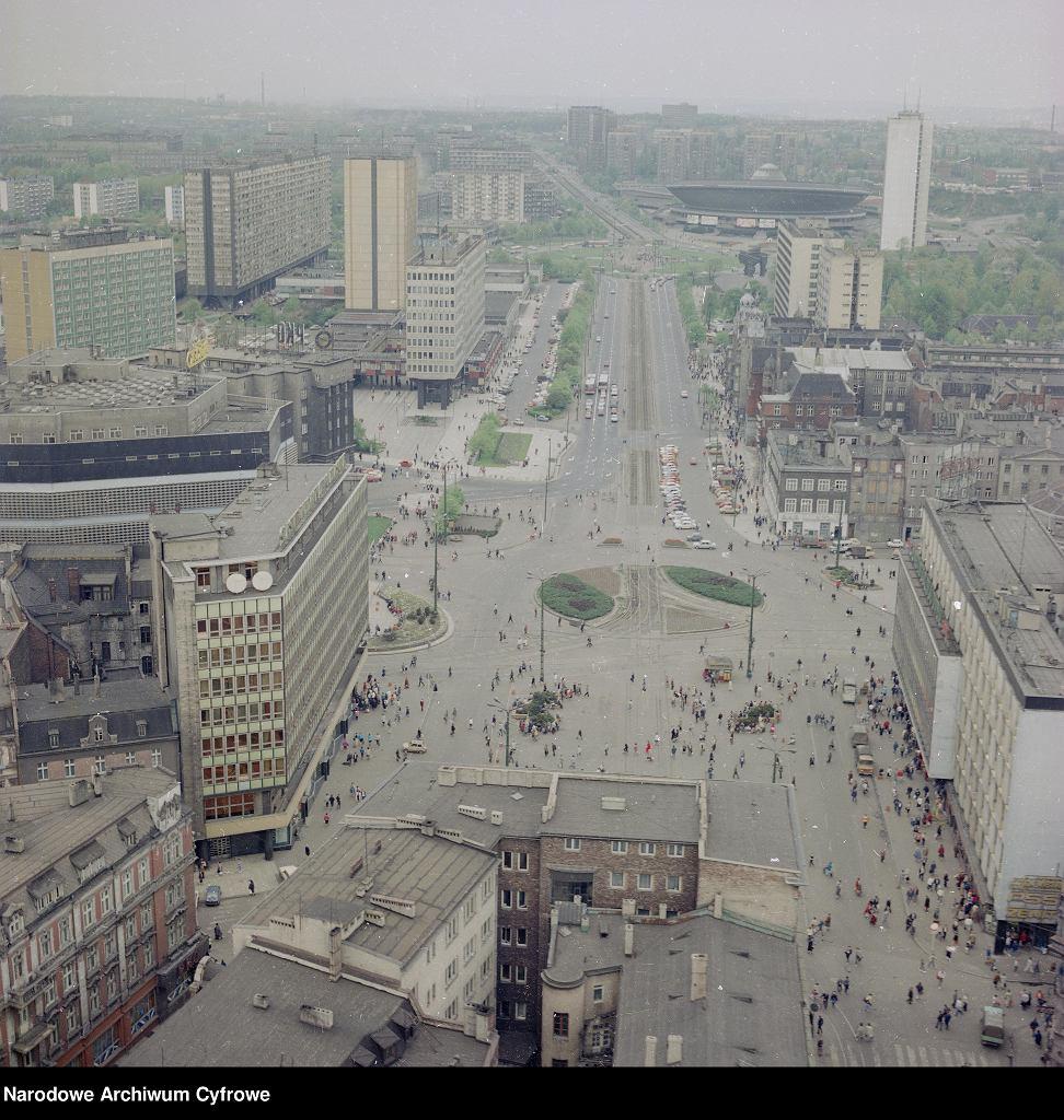 Centrum Katowic, w tle Spodek