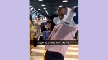 W jego walizce było zbyt wiele rzeczy, by mógł ją oddać na lotnisku