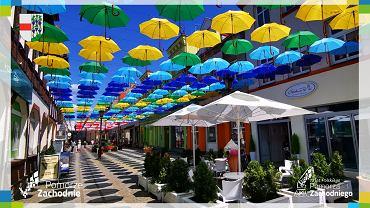 Magiczna ulica w Połczynie Zdroju przystrojona na 75-lecie Pomorza Zachodniego
