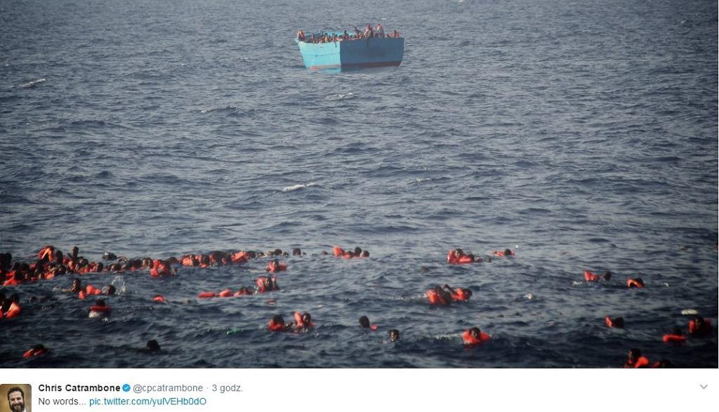Ludzie, którzy wypadli z łodzi na Morzu Śródziemnym