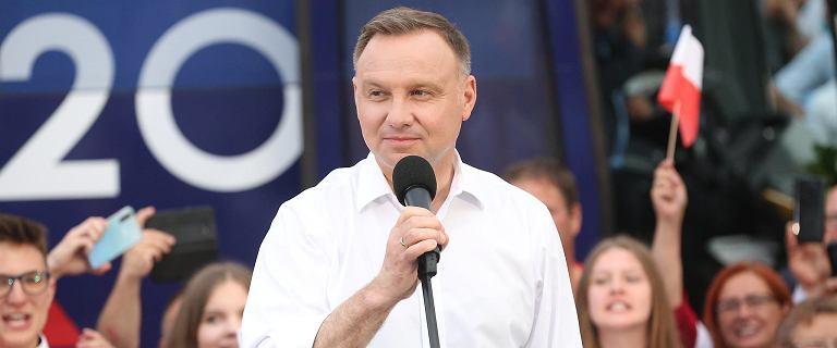 """Politycy PiS oburzeni okładką """"Faktu"""". Nie przebierają w słowach"""