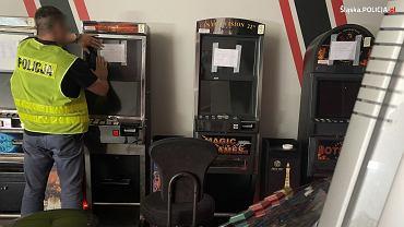 Śląsk. Policjanci zatrzymali 17 osób i zlikwidowali 38 punktów z nielegalnymi maszynami hazardowymi