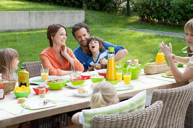 Idealne na lato i nie tylko! Karafki chłodzące, termosy, dzbanki  i kubki termiczne Tefal