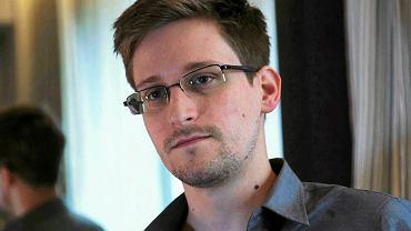 """ABW odmówiła fundacji odpowiedzi na jedno ze """"stu pytań do rządu"""", które ponad rok temu Panoptykon, Fundacja Helsińska i Amnesty International skierowały po ujawnieniu przez Edwarda Snowdena afery PRISM, czyli inwigilacji światowego ruchu telekomunikacyjnego przez amerykańską agencję wywiadowczą NSA."""