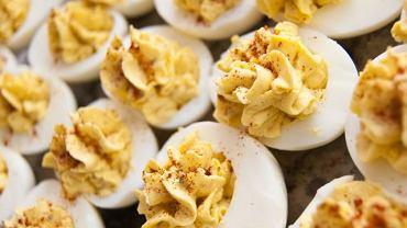Jajka faszerowane pastą musztardową