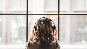 słuchawki / słuchanie muzyki /