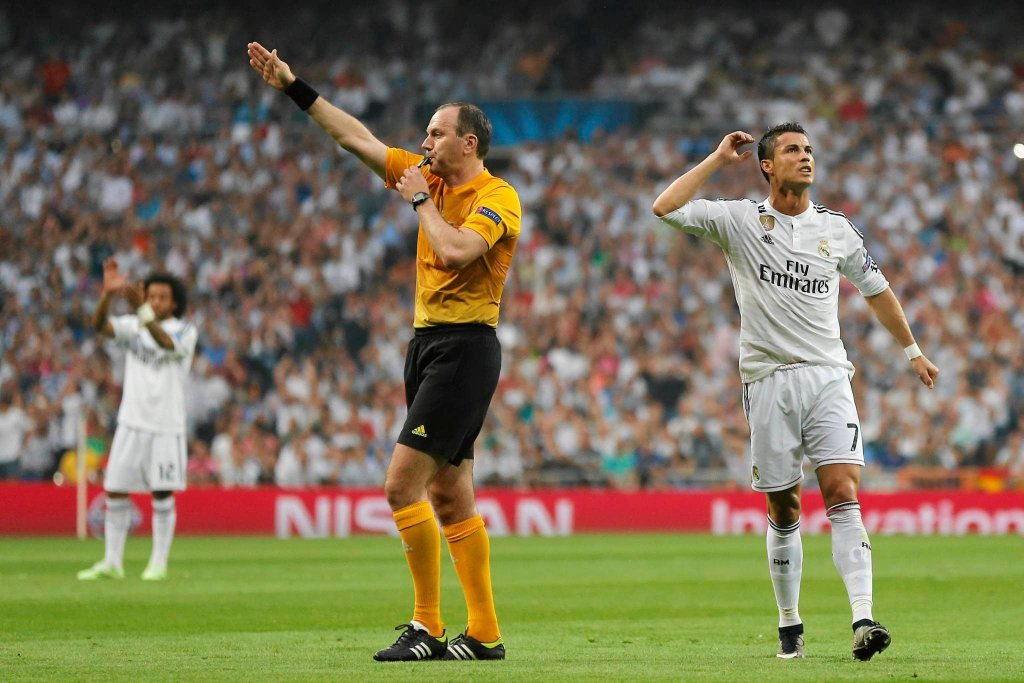 Marcelo, sędzia Jonas Eriksson i Cristiano Ronaldo