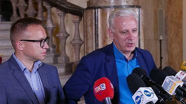 Wiceminister Artur Soboń i przewodniczący śląsko-dąbrowskiej 'Solidarności', Dominik Kolorz, po zakończeniu wtorkowych rozmów o sytuacji w górnictwie