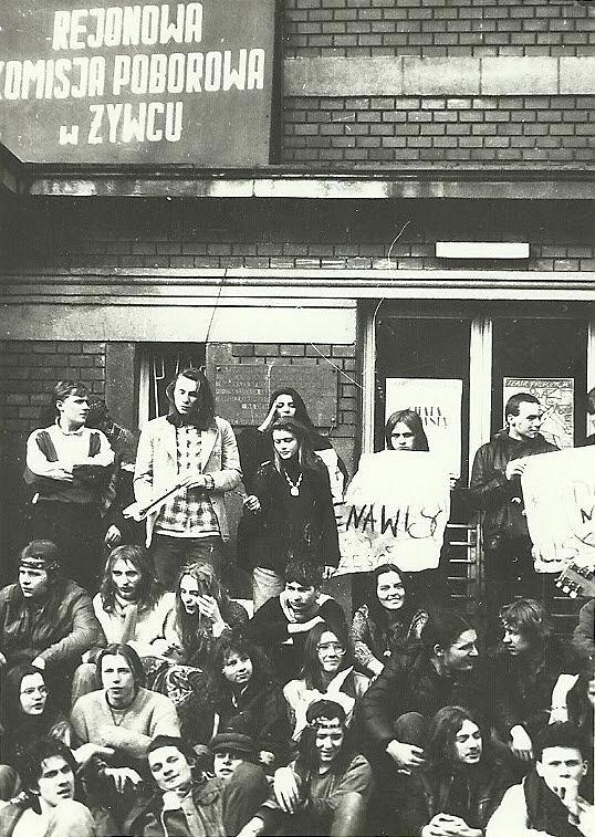Zdjęcie numer 15 w galerii - Ponad ćwierć wieku temu do Żywca przyjechali hippisi z całej Polski [ARCHIWALNE ZDJĘCIA]